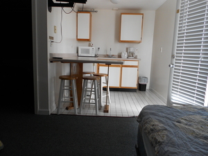 Mini Unit/ bedroom/kitchenette Q+D+T beds Picture 1